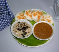 Idli with Two Types of Chutneys