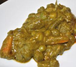 Palak Mutar - Green Peas And Vegetables In Spinach Gravy