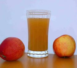 Apple juice with two apples