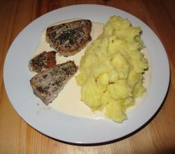 Baked tuna in lemon sauce with mashed potatoes