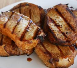 Barbecued Pork Chops with Spicy Sauce