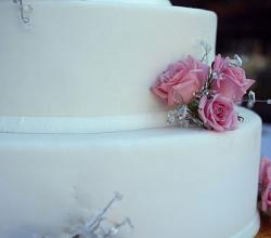 Pink Roses and White Fondant Wedding Cake