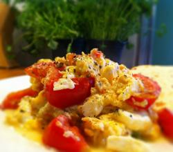 Scrambled Egg &amp; Cheddar With Tomato
