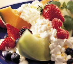 Cottage Cheese With Cereal & Fruit