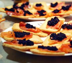 Canapés Salmon and caviar substitute