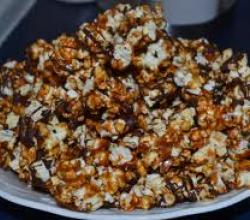 Chocolate Drizzled Caramel Popcorn