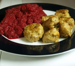 Chicken meatballs with rodfrugtmos