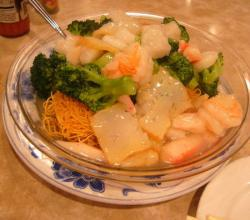 Chow mein with seafood