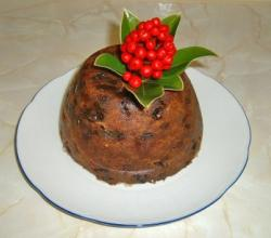 Christmas pudding decorated with skimmia