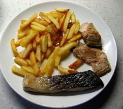 Chum salmon fried with French fries