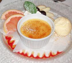 Creme brulee with fruits