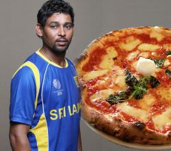 Dilshan with Pizza