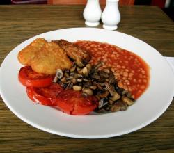 english breakfast with veggie sausages