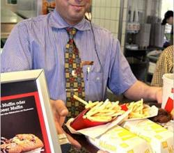 The Average Age Of Fast Food Worker Is 28