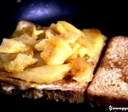 French Toasted Bread Topped With Roasted Apple