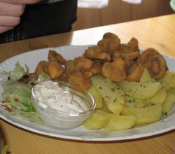 Fried mushrooms, tartar sauce, potatoes