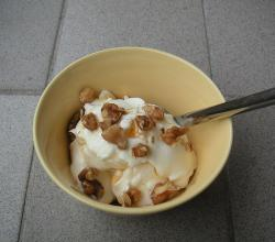 Greek yogurt with honey and walnuts
