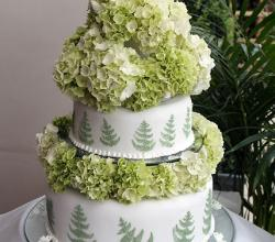 Green fern wedding cake