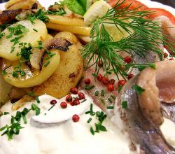 Herring with sour cream and onion and fried potato