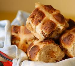Hot cross buns with fig and pecan