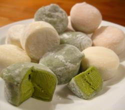 Mochi ice cream in green tea