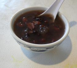 Red bean soup dessert