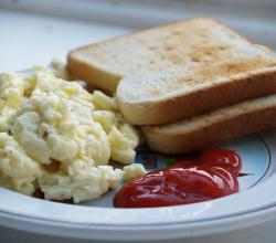 Scrambled eggs, toast and ketchup