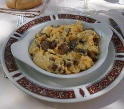 Scrambled eggs with mushrooms
