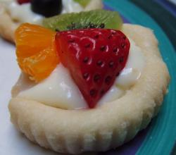 Shortbread cookie with fruit