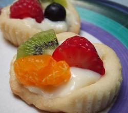 Shortbread cookie with Fruit Topping