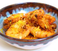 Shrimp fried in olive oil with chilli flakes