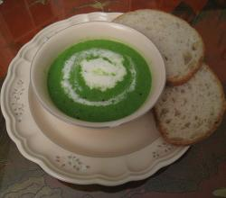 Spring pea soup with crème fraîche and bread