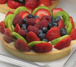 Strawberry, kiwi and blueberry tart