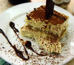 Tiramisu with cholocate sauce