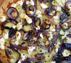 Pizza with Caramelized Onion and Fig topping