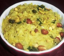 Microwave Poha Chivda (Beaten Rice Namkeen)