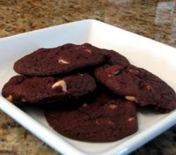Red Velvet Chip Cookies