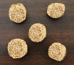 Sesame Cheese Ball