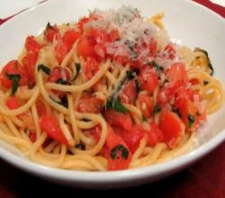 Lynn's Spaghetti with Fresh Tomato Sauce