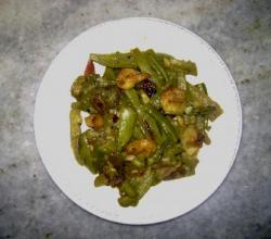 Stir Fried Prawns With Water Chestnuts And Mangetout