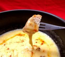Three Cheese Fondue With Tomato Onion Chutney