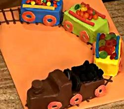 Train Birthday Cake Decorating Ideas - How to Make a Cake