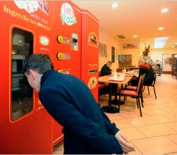 Pizza vending Machine in Italy - pizza in 3 mins