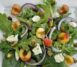 Salad with Sheep Cheese, Green Apple and Pistachios