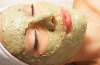 Skin care remedies in the natural way make use of fresh fruits and vegetables as face masks and packs