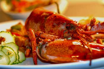 Tips on how to eat a lobster easily