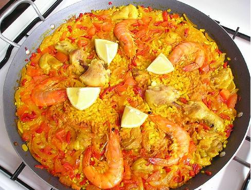 Mixed paella can be eaten in many variations with a variety in seasonings