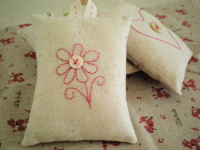Scented rice sachets which can be put into closets