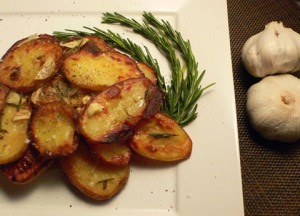 Garlicky Parmesan Potatoes - Cheesy Garlic Starters