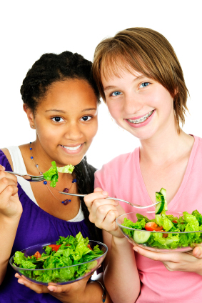 Teens eating healthy